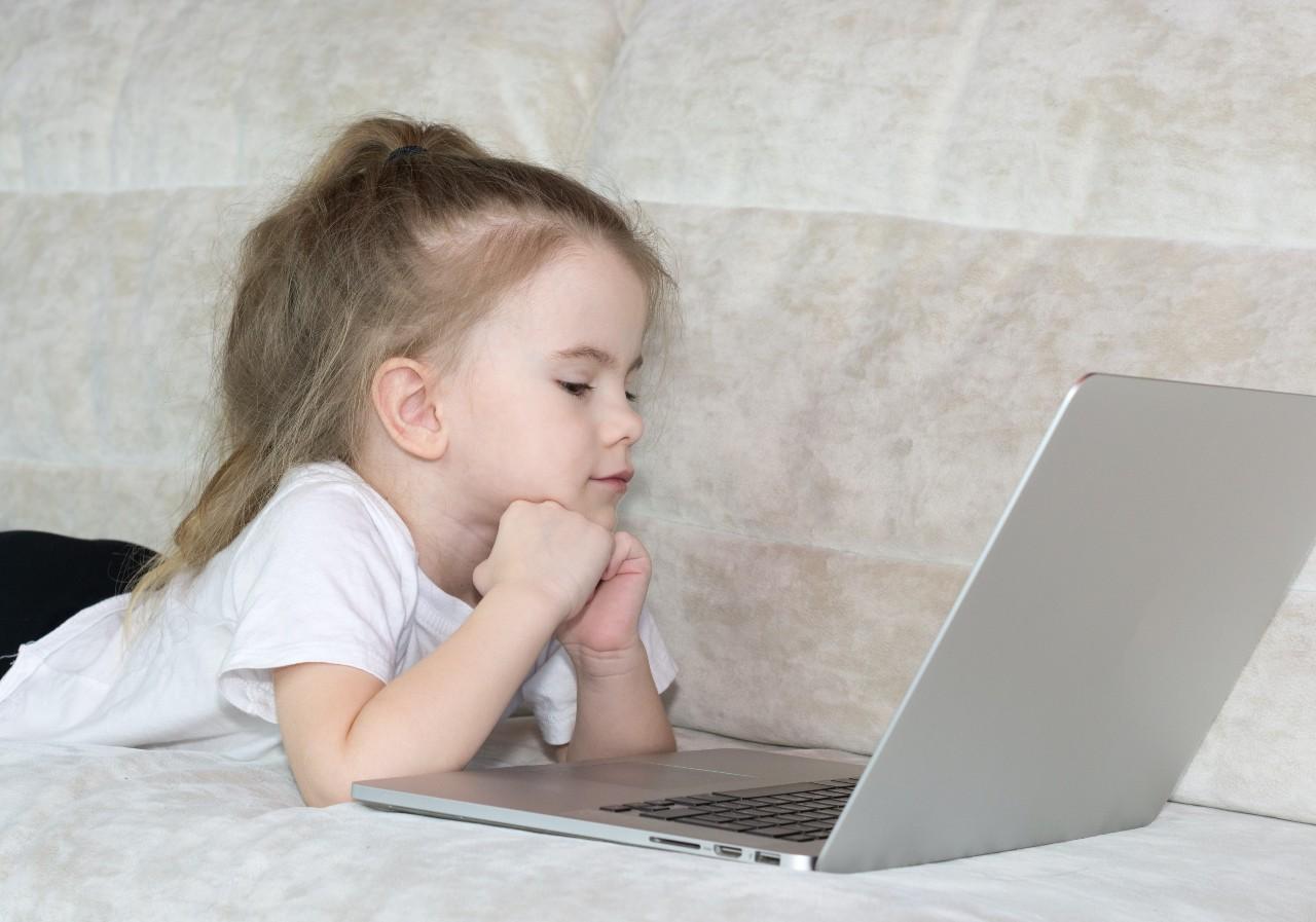 Crianças na internet: como mantê-las em segurança ao navegar na rede